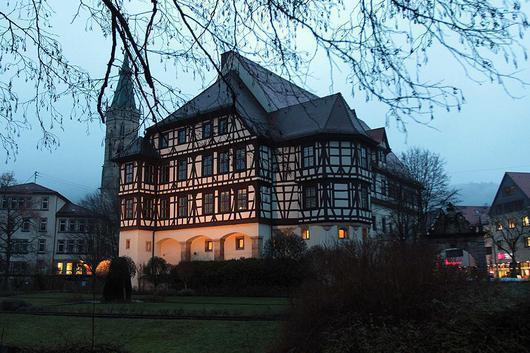 Schloss Urach in der Dämmerung; Foto: Staatliche Schlösser und Gärten Baden-Württemberg, Thomas Kiehl
