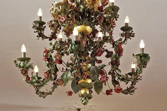 Floral chandelier in the White Hall of Urach Palace. Image: Staatliche Schlösser und Gärten Baden-Württemberg, Tom Philippi