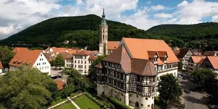 Image: Aerial view of Urach Palace and the surrounding buildings