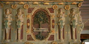 Residenzschloss Urach, Detail des Ofens im Goldenen Saal.