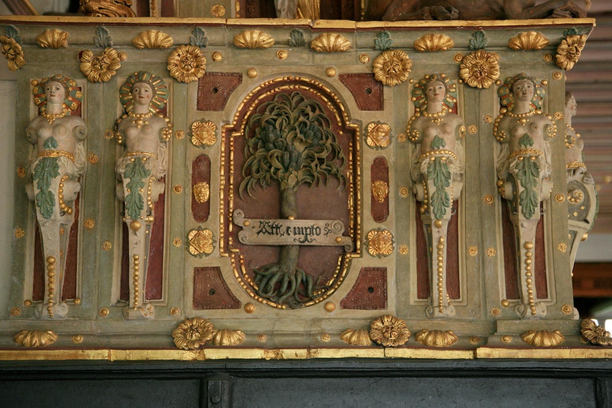 Residenzschloss Urach, Detail des Ofens im Goldenen Saal