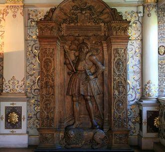 Hölzernes Modell mit dem Bildnis des Grafen Heinrich von Württemberg im Goldenen Saal von Schloss Urach