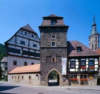 Exterior of Urach Palace with entrance gate. Image: Landesmedienzentrum Baden-Württemberg, Steffen Hauswirth