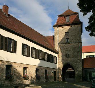 Entrance to Urach Palace with tower. Image: Staatliche Schlösser und Gärten Baden-Württemberg, Janna Almeida