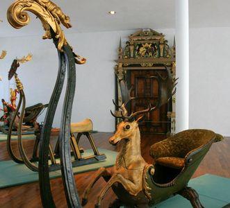 Hirschschlitten in der Ausstellung von Schloss Urach